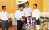 Tổ chức tốt sản xuất để phát triển thương hiệu rượu làng Vân