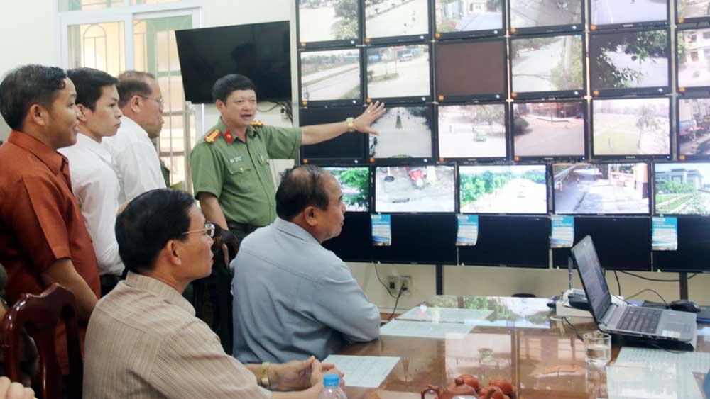 Đoàn cán bộ,  tỉnh Xiêng Khoảng (Lào),  thăm mô hình camera, giám sát,  Công an tỉnh