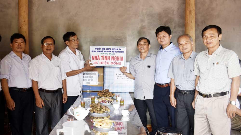 Tân Yên: Bàn giao nhà tình nghĩa cho nạn nhân chất độc da cam/diôxin
