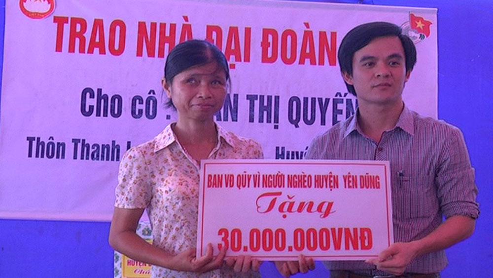 Yên Dũng: Bàn giao 17 nhà Đại đoàn kết cho hộ nghèo, gia đình chính sách