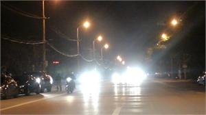 Phạt tới 800 nghìn đồng với ô tô, xe máy bật đèn pha trong khu đô thị buổi tối