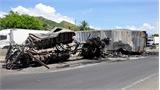 Xe container cùng ôtô tải bốc cháy sau tai nạn