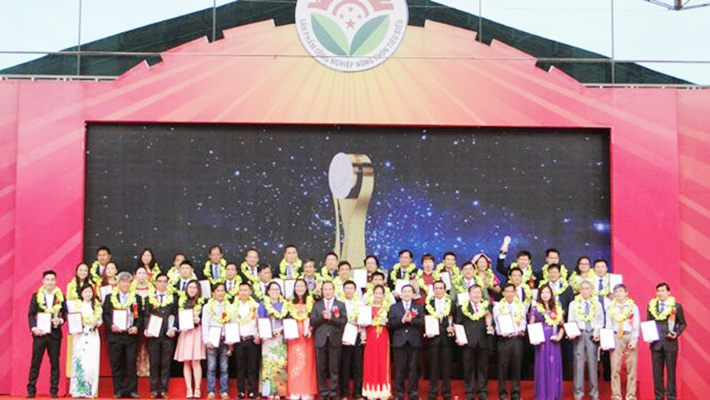 Over 100 typical rural industrial products honoured