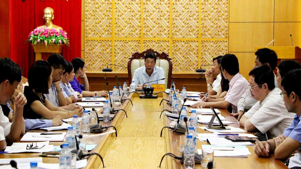 Bí thư Tỉnh ủy Bùi Văn Hải chỉ đạo tại buổi làm việc.