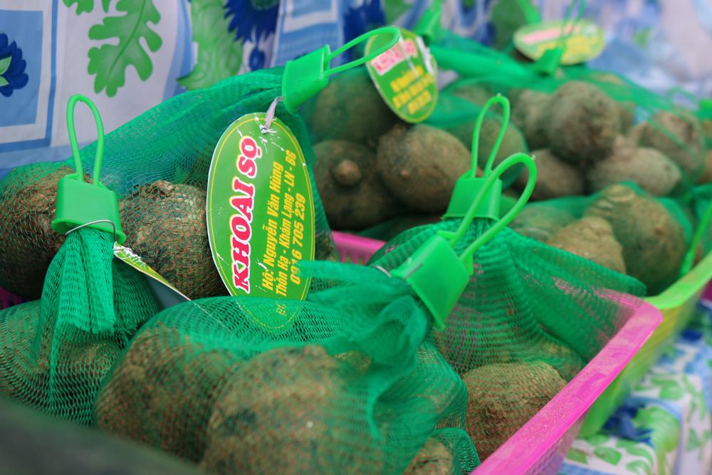 Các sản phẩm nông sản đều được dán tem nhãn, đóng gói cẩn thận.