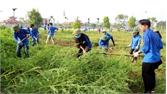 Thành đoàn Bắc Giang ra quân vệ sinh cảnh quan tại đền Xương Giang