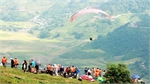 Over 100 pilots join paragliding festival in Yen Bai