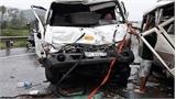 Xe khách mất lái đâm xe bồn, 5 người bị thương