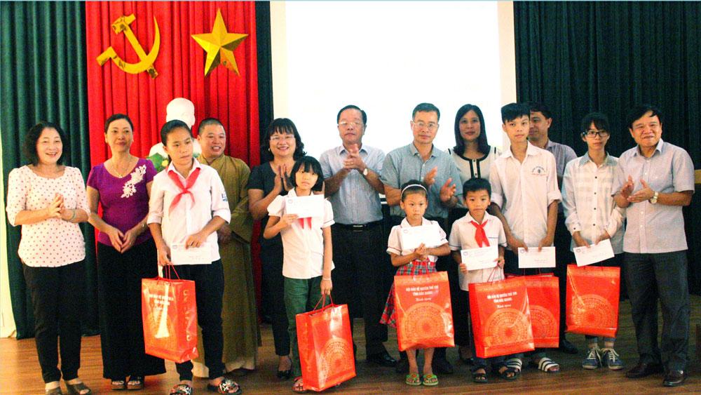 """Chương trình """"Chắp cánh ước mơ"""" cho trẻ em nghèo: Kết nối những tấm lòng"""