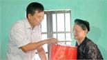 Phó Chủ tịch Thường trực HĐND tỉnh Bùi Văn Hạnh thăm, tặng quà người cao tuổi huyện Yên Dũng