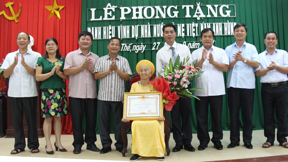 """Phong tặng danh hiệu vinh dự Nhà nước """"Bà Mẹ Việt Nam Anh hùng"""""""