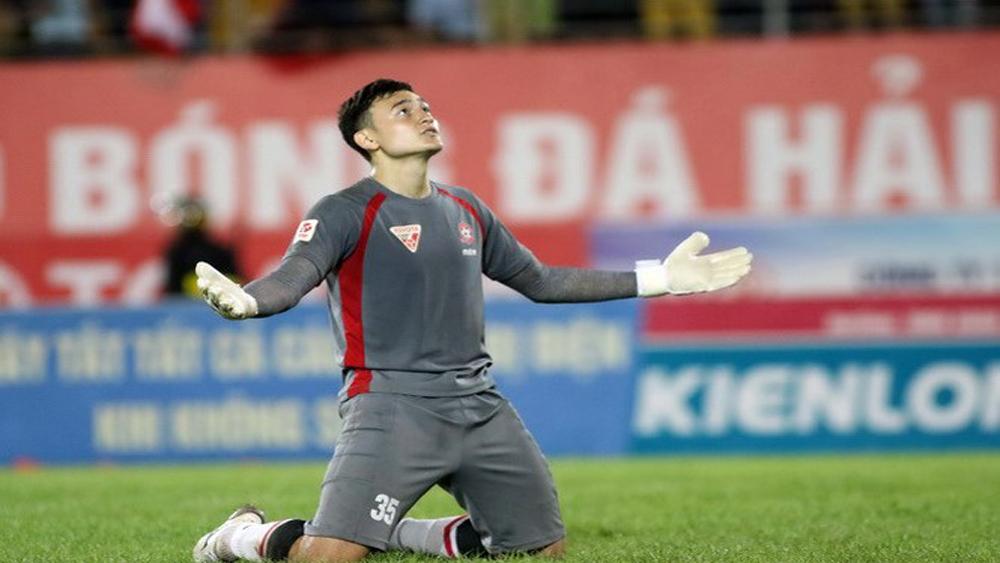 HLV Mai Đức Chung loại thủ môn Đặng Văn Lâm khỏi tuyển Việt Nam
