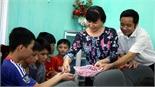 Các đồng chí lãnh đạo tỉnh tặng quà nhân Ngày Quốc tế người cao tuổi, Tết Trung thu