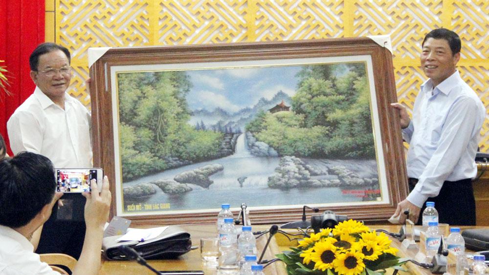 Đoàn công tác tỉnh Sơn La thăm và làm việc tại Bắc Giang