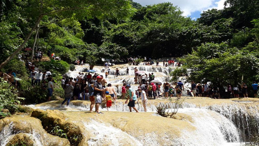 Chiêm ngưỡng dòng thác kỳ vỹ xứ Thanh