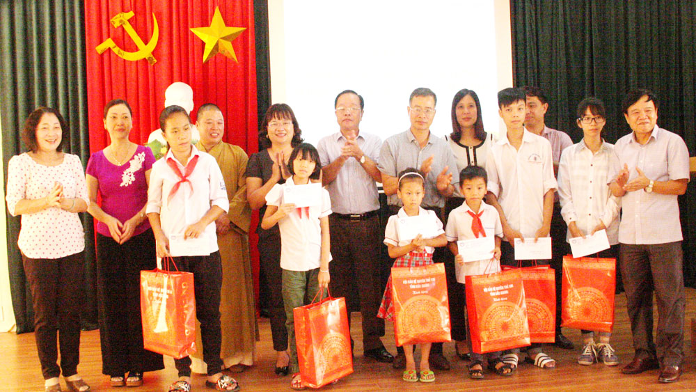 """Dream on the wings"" programme for poor children in Bac Giang"