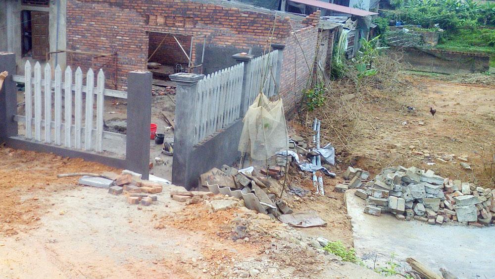 Cần giải tỏa công trình xâm lấn để hoàn thành tu bổ đê tả Cầu
