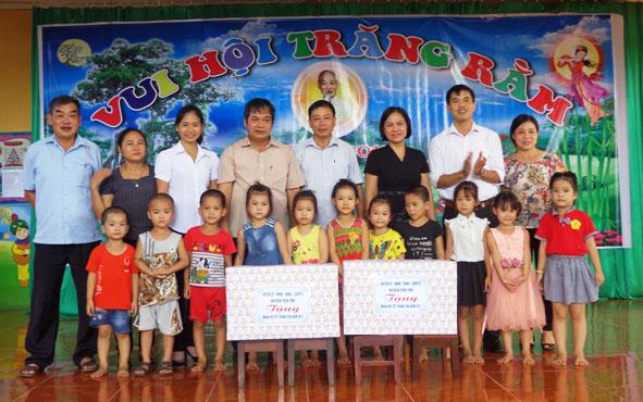 Yên Thế hơn 34,5 triệu đồng tặng quà nhân dịp Tết Trung thu