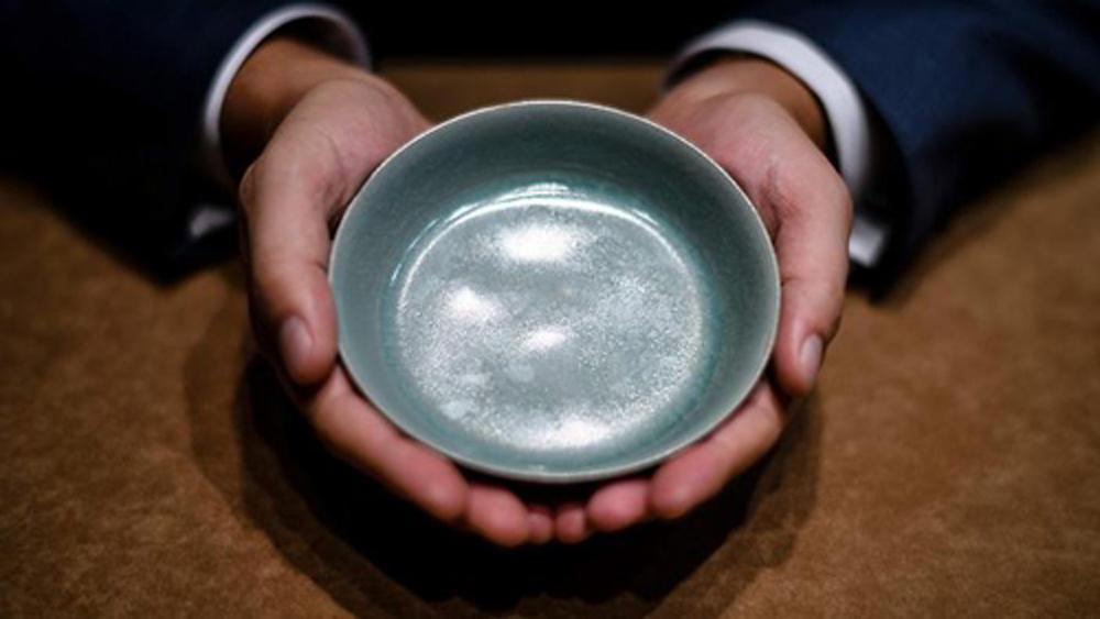 Bát cổ nghìn năm tuổi thời Bắc Tống đạt giá kỷ lục gần 38 triệu USD