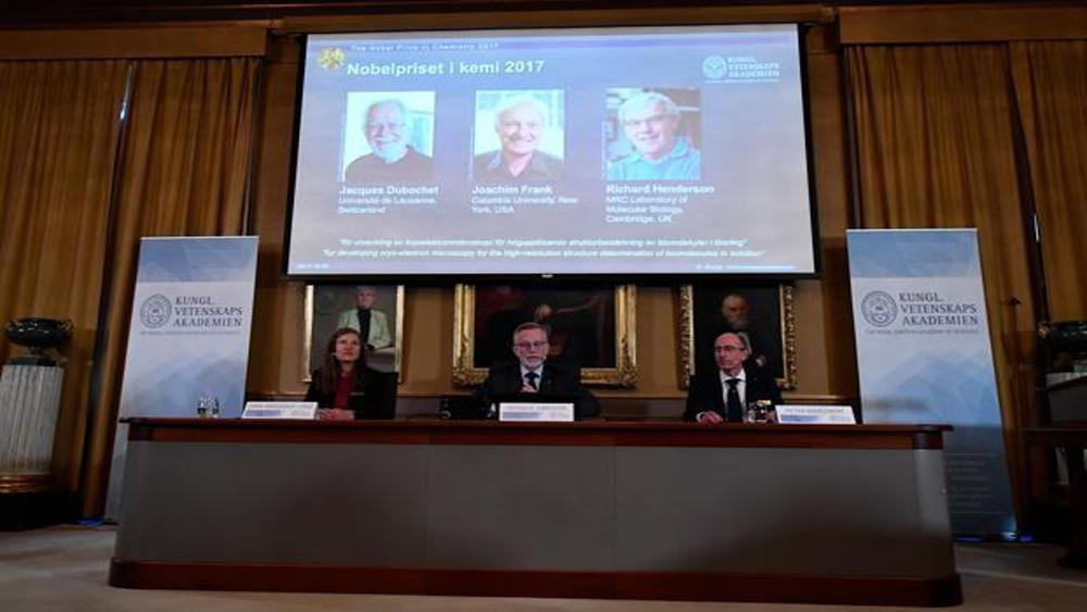 Giải Nobel Hóa học 2017 thuộc về 3 nhà khoa học Thụy Sĩ, Mỹ và Anh
