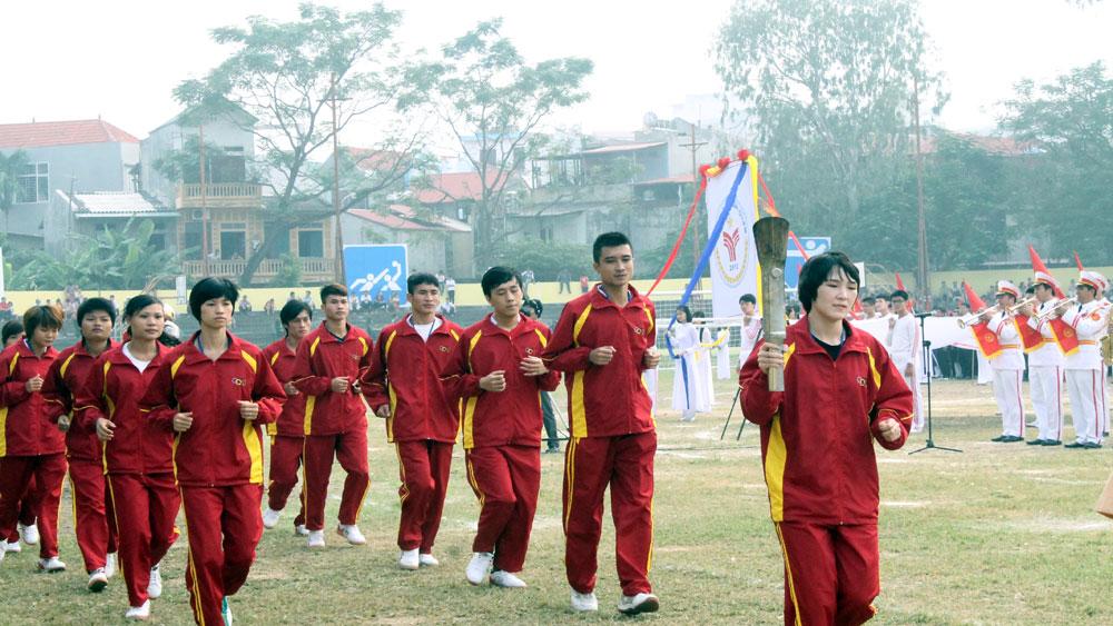 11 VĐV tham gia đoàn rước đuốc tại Lễ khai mạc Đại hội TDTT tỉnh Bắc Giang