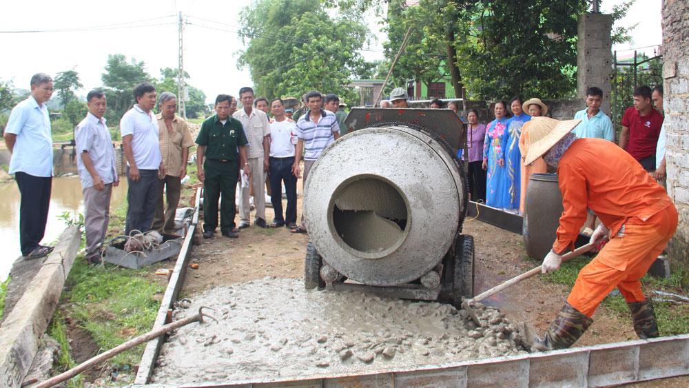 Hỗ trợ xi-măng làm đường giao thông nông thôn: Chủ trương hợp lòng dân