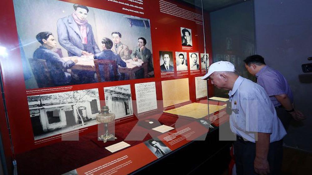 """Trưng bày Bảo vật Quốc gia """"Đường Kách mệnh"""" tại Hà Nội"""