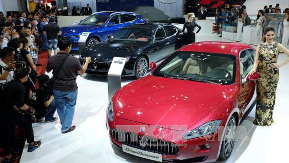 Đua nhau giảm giá, doanh số bán ô tô tháng 9 vẫn sụt giảm mạnh