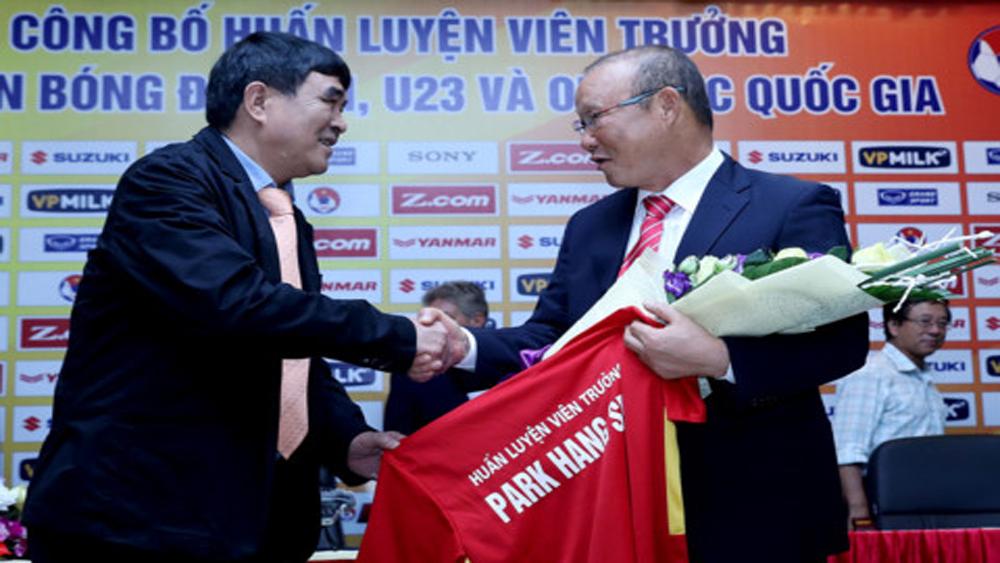 """Hé lộ mức lương """"khủng"""" VFF trả cho tân HLV Park Hang-seo"""