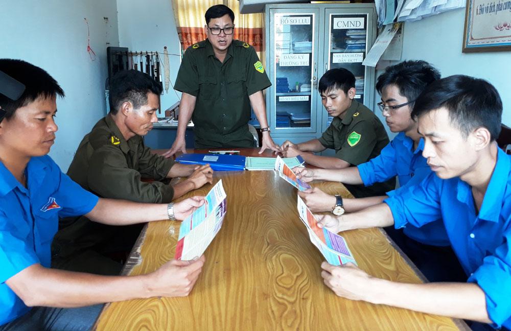Trưởng Công an xã Đồng Tâm, Nguyễn Hữu Tư, tận tâm với công việc