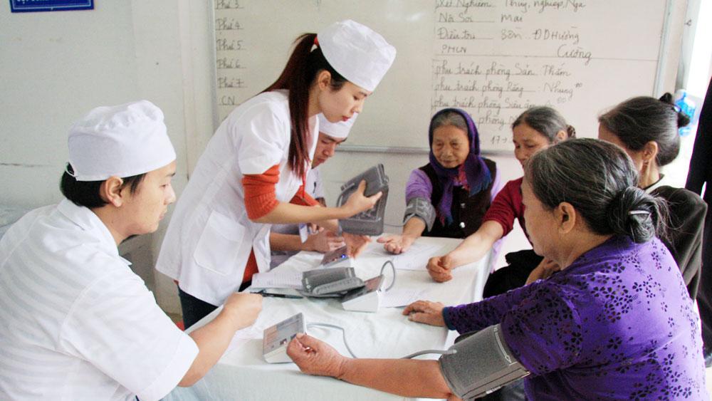 Gần 600 người cao tuổi được khám sức khỏe, cấp thuốc miễn phí