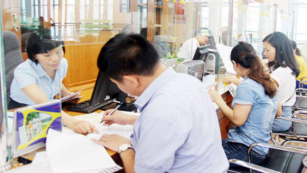 Administrative procedures, Public Administrative Center, PAC, operational quality, reception and return desks,  Bac Giang province,  governmental management, identity card issuance
