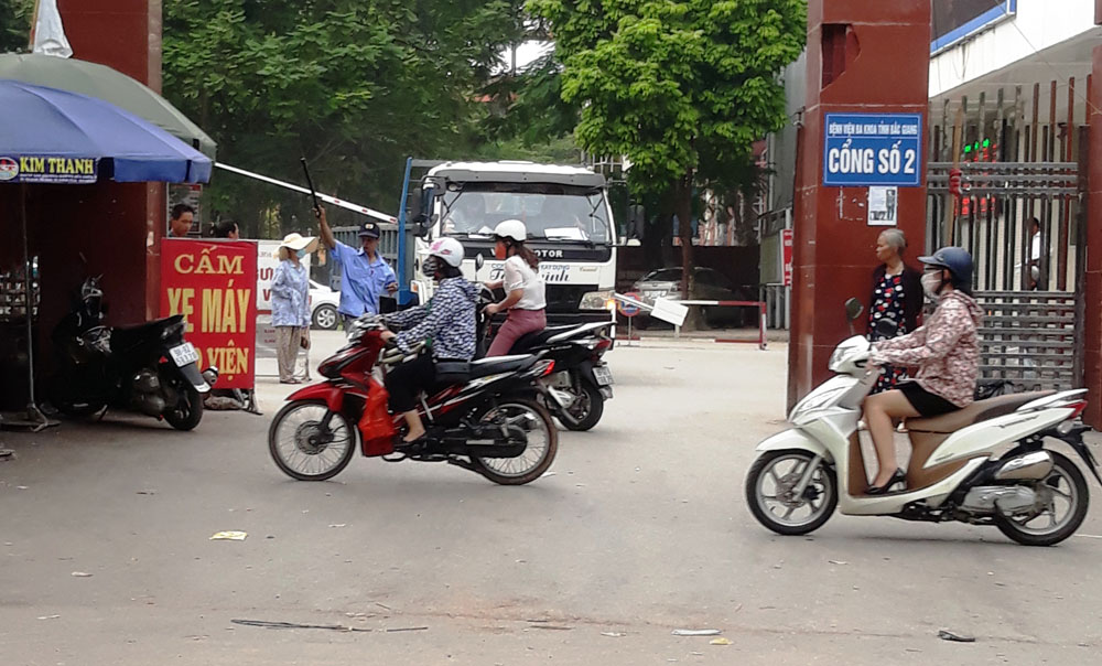 Tự ý cấm xe vào Bệnh viện Đa khoa tỉnh