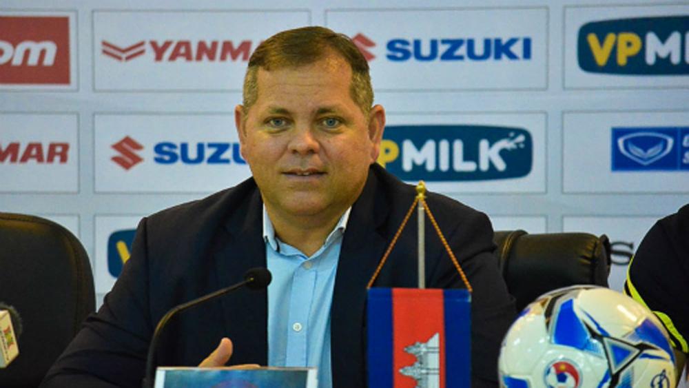 HLV đội tuyển Campuchia từ chức