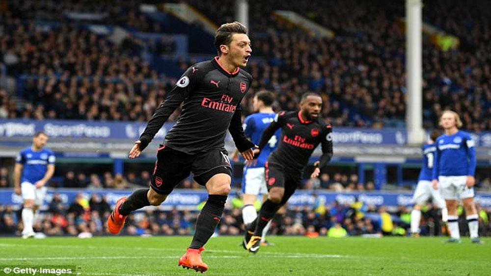 Mesut Ozil lập kỷ lục về kiến tạo cơ hội tại Premier League