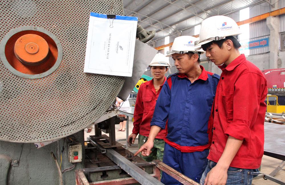 Lạng Giang thành lập 8 công đoàn cơ sở khối doanh nghiệp