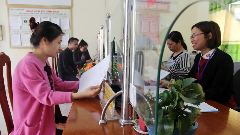 "Majority of residents, administrative procedure solving, Bac Giang province, administrative procedures, public administration centre, evaluation criteria, material facilities, One-Stop Shop"" division"