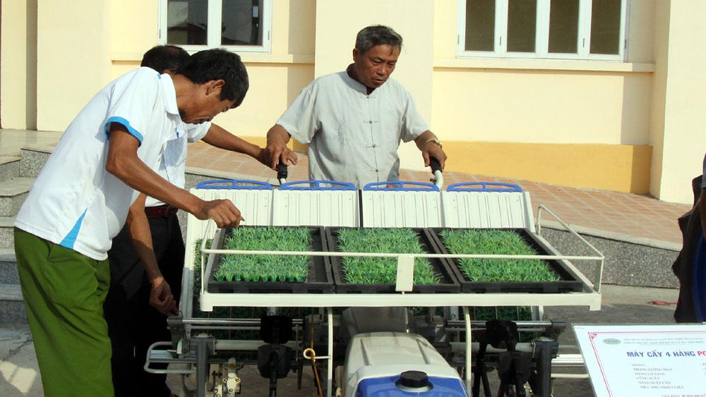 Tiếp tục hỗ trợ máy nông nghiệp cho nông dân