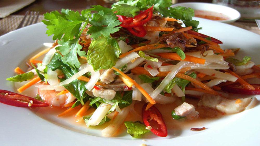 Goi ngo sen (Lotus stem salad)