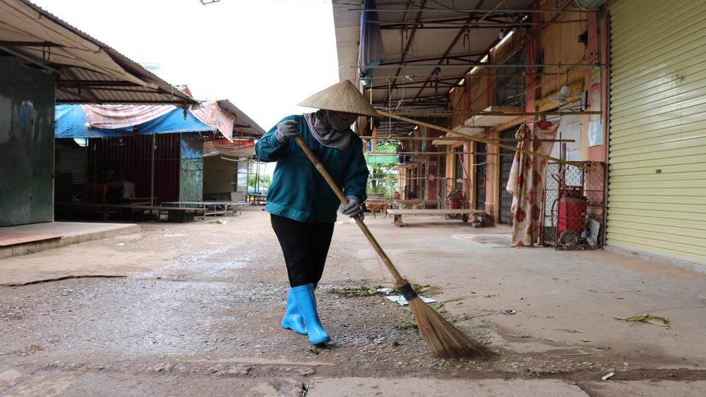 Cấp 90 lít hóa chất triển khai Tháng vệ sinh tiêu độc, khử trùng môi trường