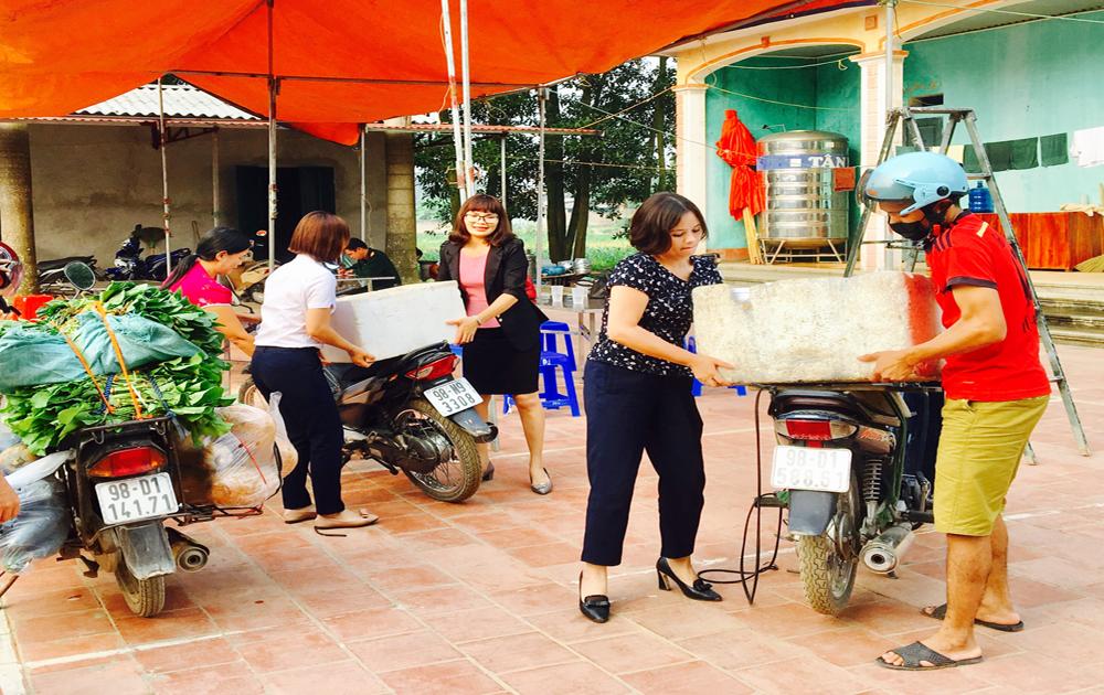 Ủng hộ thực phẩm cho công tác diễn tập phòng thủ khu vực