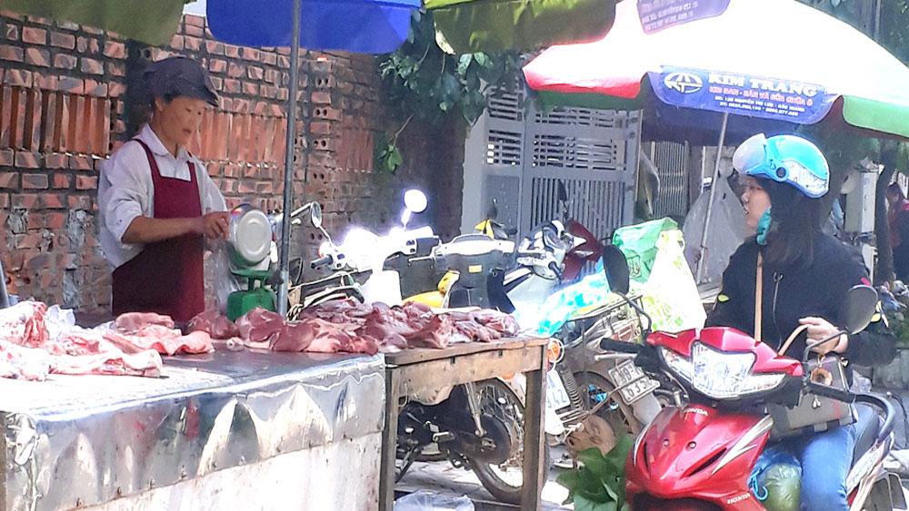 Giá lợn hơi thấp, người chăn nuôi lỗ khoảng 300 nghìn đồng/một tạ lợn