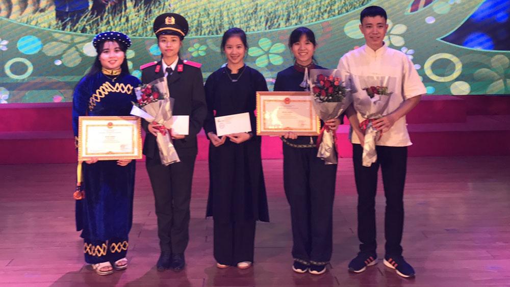 5 học sinh, sinh viên dân tộc thiểu số xuất sắc được tuyên dương toàn quốc