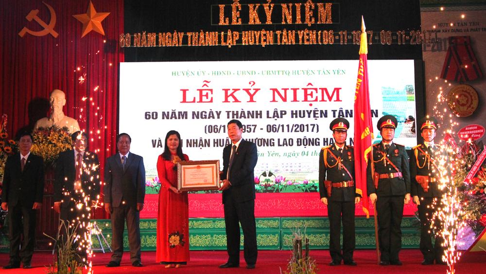 Tổ chức Lễ kỷ niệm 60 năm Ngày thành lập huyện và đón nhận Huân chương Lao động hạng Nhất