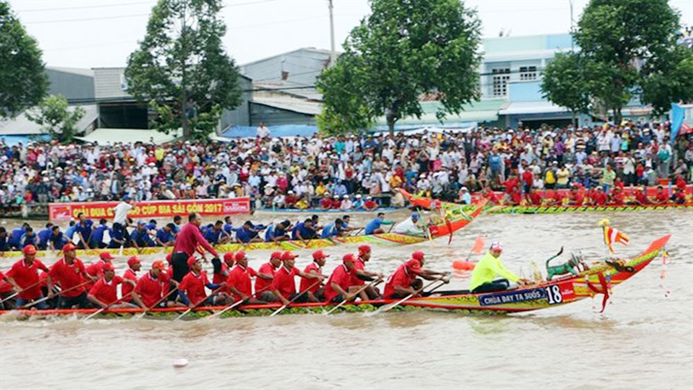 Boat race, Ok Om Bok Festival,  traditional Ngo (Khmer boat) race, Soc Trang province, final race, local products, traditional dishes