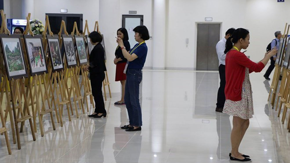 APEC 2017: Photo exhibition features Vietnam land, people