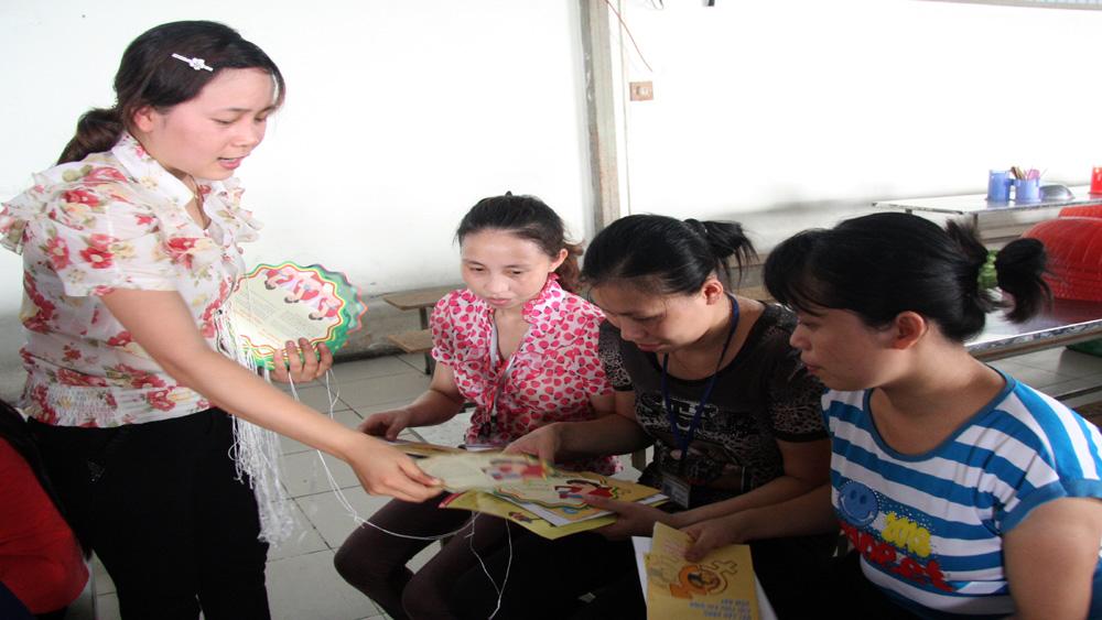 Khám, tư vấn về các bệnh ung thư thường gặp cho phụ nữ xã Bích Sơn
