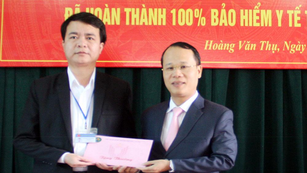 Khen thưởng phường Hoàng Văn Thụ đạt mục tiêu BHYT toàn dân