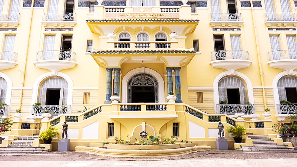 An artistic trip back in time in an ancient Saigon villa