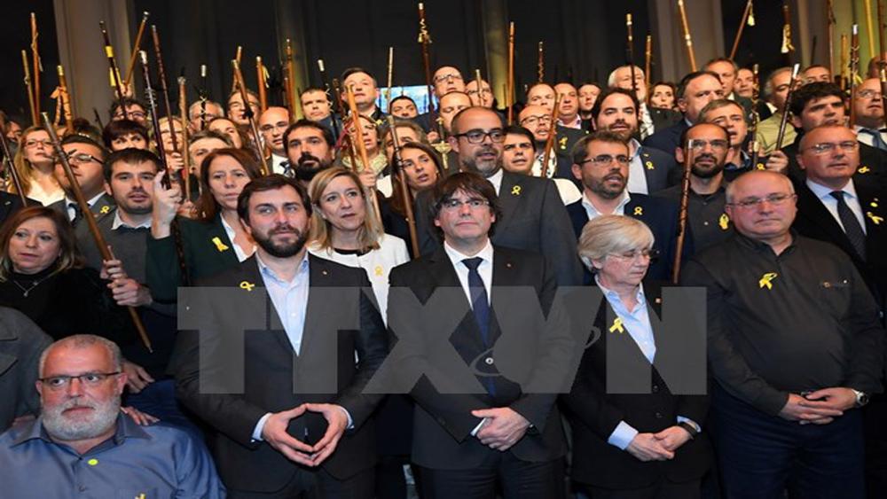 Các thị trưởng Catalonia biểu tình trước trụ sở Liên minh châu Âu ở Brussels